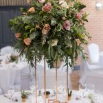 Disky pink wedding, tall tablecentre, foliage wedding