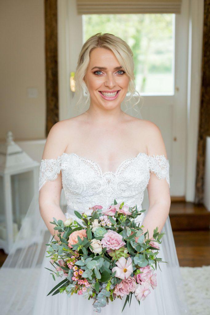 dusky pink wedding, bridal bouquet